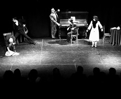 En el teatro.. - by Pachakutik