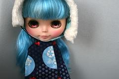 Tokyo and her cute smile! (r e n a t a) Tags: blue azul canon gray explore cc blythe  custom cinza nai anai candycarnival seenonexplore rebelxti