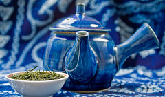 Japanese tea pot and tea 煎茶