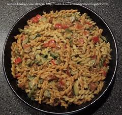 Pasta met courgette, paprika, gedroogde tomaat, chorizo en magor