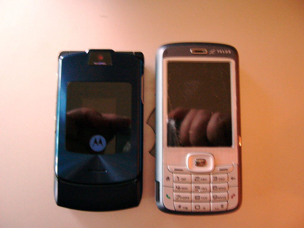 Razr vs HTC-S720