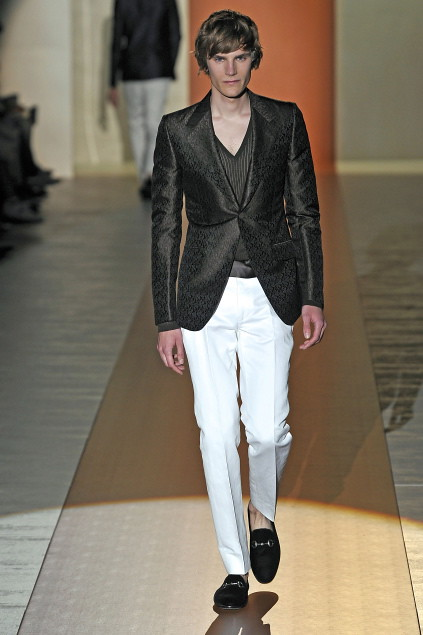 Anthon Wellsjo3042_SS11_Milan_Gucci(first VIEW)