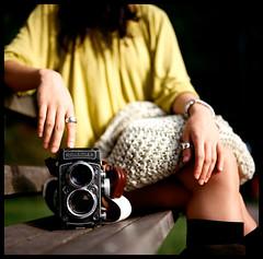 Rollei Corner (Lefty Jor) Tags: camera hk 120 6x6 tlr film girl rolleiflex t hongkong day photographer dof kodak bokeh seat hasselblad misu planar 500cm carlzeiss portra160nc 28c 80mmf28