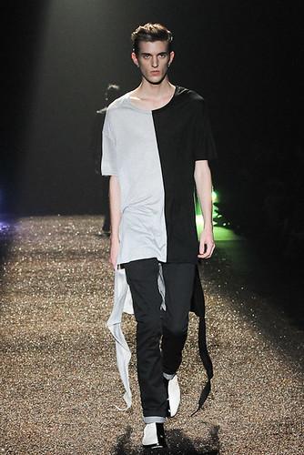 SS11_Tokyo_@IZREEL013_Gabriel Gronvik(Fashionsnap)