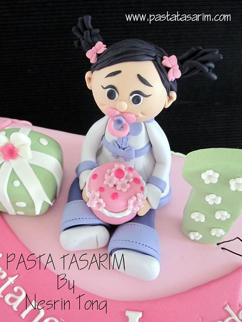 1ST BIRTHDAY CAKE - DEFNE