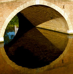 DEN HAAG: BRIDGE REFLECTION - by Akbar Simonse
