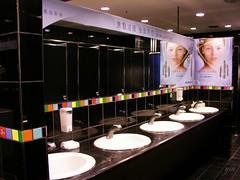 威秀影城有廣告的廁所