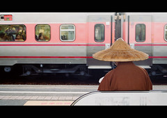 Monk at Station (It's Stefan) Tags: windows hat station train roc reading waiting asia asien  taiwan lifestyle bank monk buddhism asie formosa ilha  nonluoghi ilhaformosa nonplace  madeintaiwan nonlieux republicofchinataiwan  backsight themetrains asien  stefanhoechst stefanhchst