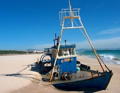 Beached (Chalto!) Tags: beach boat spain tarifa 15challengeswinner