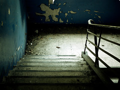 walk, don't run! (green magnet school) Tags: gang treppe blau farbe urbanexploring verfall frth baracken