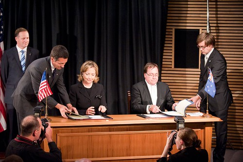 "Secretary of State Hillary Clinton, Prime Minister John Key, Foreign Minister McCully at the signing of the "" Wellington Declaration"" ."