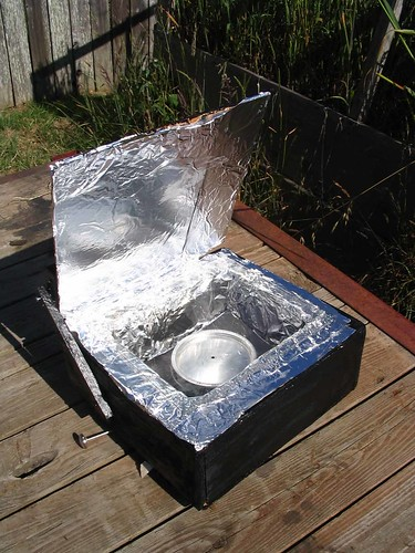 Solar cooker with pot