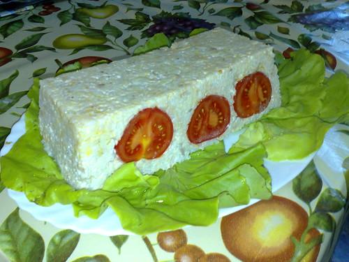 Flan de arroz con atún y tomate