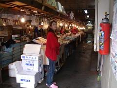 陸奥湊駅前の市場