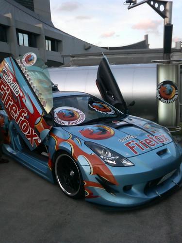 mozilla24 で撮影したFirefox Car。ガルウィングがド派手!