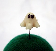 Tiny ghost sewing pin ... (Ursula-the crafting gypsy) Tags: halloween ghost polymerclay fimo geist gespenst stecknadel sewingpin