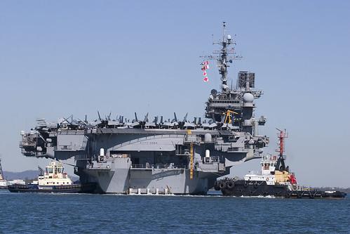 USS Kitty Hawk em Brisbane