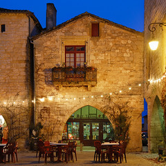 The Bar of the Bastide HDR (David Giral | davidgiralphoto.com) Tags: old blue sky chien david france english history architecture rural evening nikon war europe village searchthebest dusk cent dordogne villages medieval hundred hour entre loup years bluehour prigord d200 middle guerre et ans ages hdr heure bastide giral mdival monpazier magique nikond200 edwardi anglaise 18200mmf3556gvr entrechienetloup tthdr plusbeauxvillagesdefrance copyrightdgiral davidgiral pitorresque pitorresques ruraux