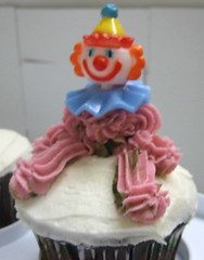 blurred clown. i know...YIKES! (Ironmeghan) Tags: cakes cupcakes cakeclass cakesivemade
