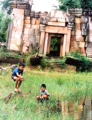 Boys fishing at Khmer Ruins (Bn) Tags: boys thailand fishing topf50 cambodia khmer border angkor khmertemple supershot 50faves abigfave khmerempire holidaysvancanzeurlaub goldenphotographer wowiekazowie prasatmuangtham khmerruin