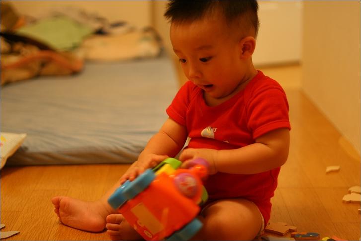 彥小白房玩(快1歲)09