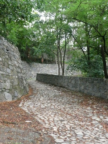 The path up to the center of Tabor