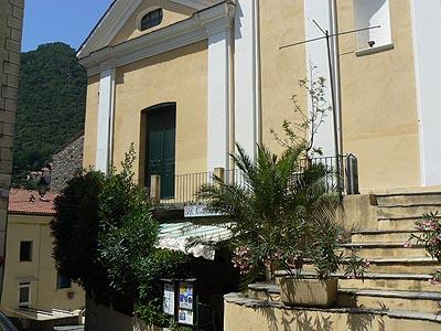 le resto sous l'église de Cervione.jpg