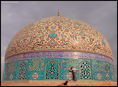 In love of the dome (Hamzeh Karbasi) Tags: love me self hug iran persia mosque  esfahan sheikh   isfahan       hamzeh  karbasi     loftulah