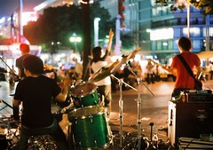 drummer (bobby stokes) Tags: street summer music slr film japan night japanese band natura 1600 buskers singer nagoya drummer fujifilm analogue guitarist   urbanlife fujicolor natura1600 fujinatura1600 fujifilmnatura1600 backsight fujicolornatura1600