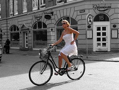Copenhagen by bike 7 (Leopoldo Esteban) Tags: portrait people woman bike copenhagen denmark women gente retrato femme kbenhavn rrw revolutionofrealwomen