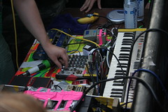dan deacon's setup: note the ipod taped to a banana