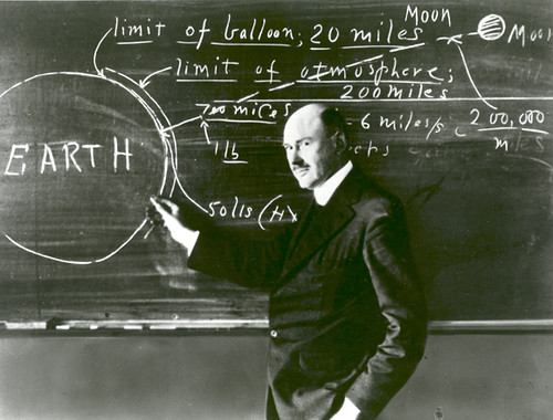 Robert_Goddard_at_Clark_University_580