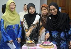 IMG_8970 (UmmAbdrahmaan @AllahuYasser!) Tags: birthday cake hijab ...