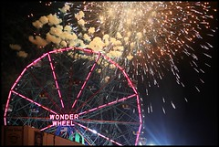 Wonder Wheel with Fireworks (Linus Gelber) Tags: nyc newyork brooklyn coneyisland ride fireworks ferriswheel amusementpark wonderwheel astroland summernight utata:project=upportfolio excellenceinpyrotechnics
