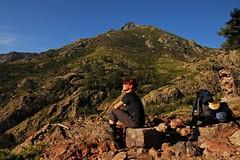 Gulliver (Abra K.) Tags: selfportrait k breakfast trekking break hiking gr20 corsica gulliver backpack day6 summerdream2007 fifthstage bergeriesdeballonecastelludiverghio 125km altitudedifferenceup630m altitudedifferencedown910m hikingtime914hours