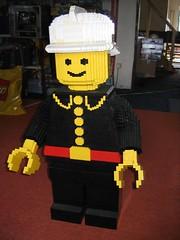 18x Scale Minifig Fireman - No Hose (gizmocom) Tags: lego fireman 201