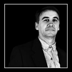 Director (Jose Luis Durante Molina) Tags: portrait people bw man male persona eyes retrato bronica ojos director mirada hombre chaqueta película technicalpan formatomedio coolestphotographers technipan reveladortechnipan joseluisdurante