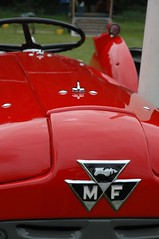 Massey Ferguson bonnet (Jonathan Bateman) Tags: tractor masseyferguson maltonshow maltonshow2007