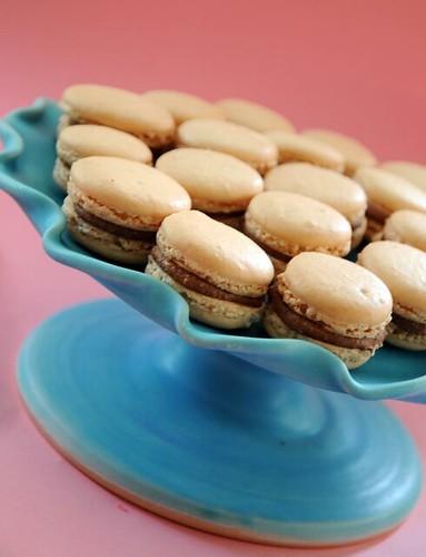 almond-praline-macarons2