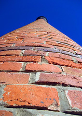andersons mill chimney (gervo1865_2 - LJ Gervasoni) Tags: blue red chimney sky brick mill up australia victoria 2007 andersons smeaton centralvictoria dfb07 photographerljgervasoni