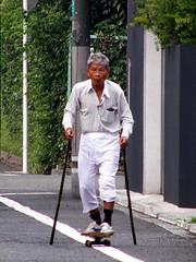#6326 spotted on my morning walk (Nemo's great uncle) Tags: geotagged tokyo skateboard 東京 世田谷区 setagayaku tōkyō tamagawadai 玉川台 玉川台二丁目 パッチ geo:lat=35626485 スケボ ステテコ geo:lon=139629246 外人犯罪
