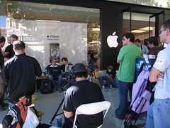 iPhone is coming - Apple Store Palo Alto. Photo by NAMBA toshimichi