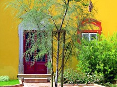 Tavira (Graça Vargas) Tags: door portugal window yellow explore algarve tavira travelpix interestingness80 i500 graçavargas duetos ©2007graçavargasallrightsreserved 36739100209