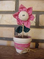 Lembrancinha (Danica Mendes) Tags: flor fabric patchwork detalles tecido lembrancinhas fattoamano danicamendes