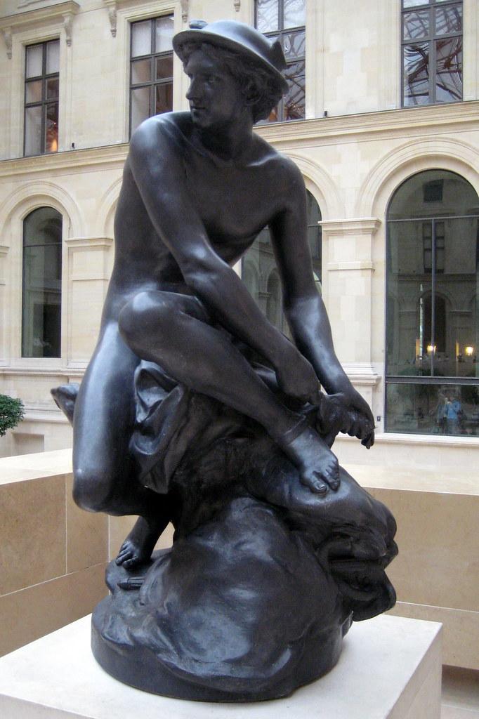 Paris - Musée du Louvre: Mercure attachant ses talonnières