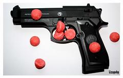 Tagada's gun (Oxymore&co) (Lizapohp) Tags: paris canon gun montréal sweet haribo bonbons opposition fraisetagada arme oxymore lizapohp