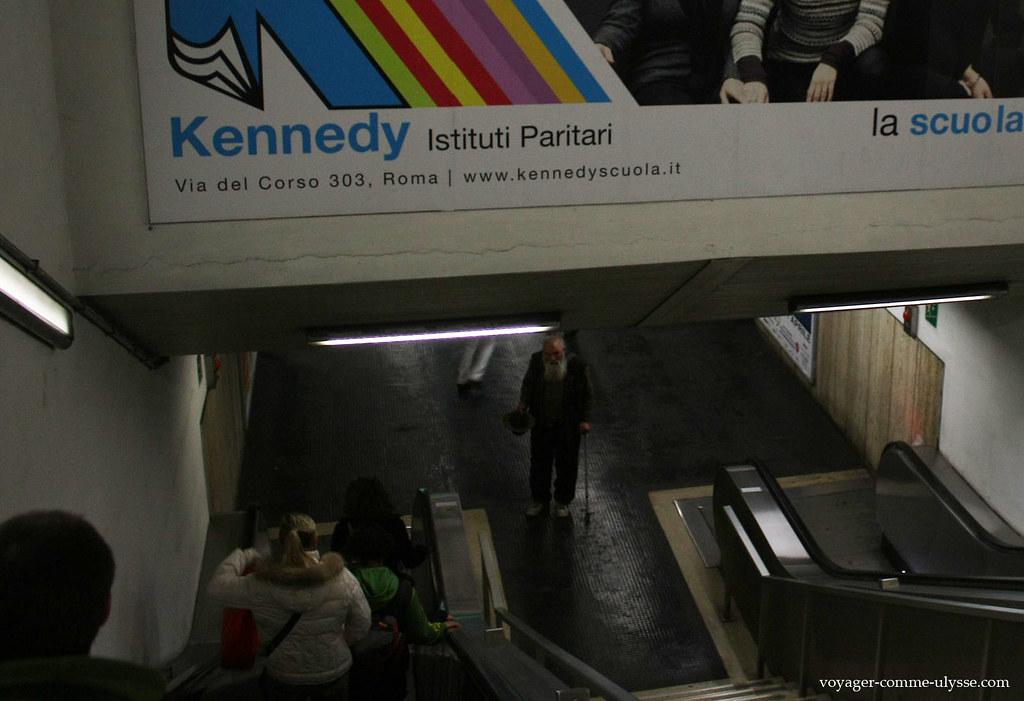 Mendiant dans le métro
