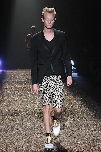 SS11_Tokyo_@IZREEL020_Nicolai Haugaard(Fashionsnap)