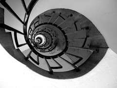 Sivill House (bensmawfield) Tags: blackandwhite london spiral stair stairwell step staircase bethnalgreen socialhousing lubetkin sivillhouse