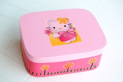 Caixa Kitty #1 (Bonecos e Tintas) Tags: wood pink flower butterfly box flor kitty rosa caixa borboleta madeira decoupage
